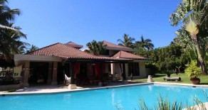 Luxury 5 bedroom Villa with Private Pool in prestigious gated community