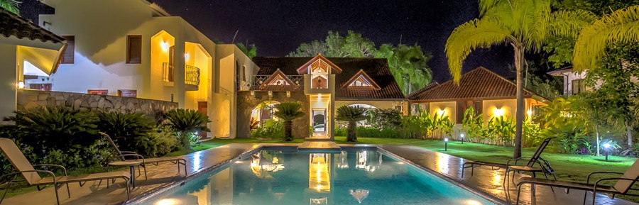 Beautiful, two storey villa with six bedrooms in prestigious gated community